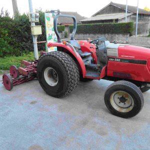 シバウラ芝刈り用トラクター
